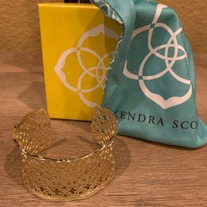 Cuff / bracelets